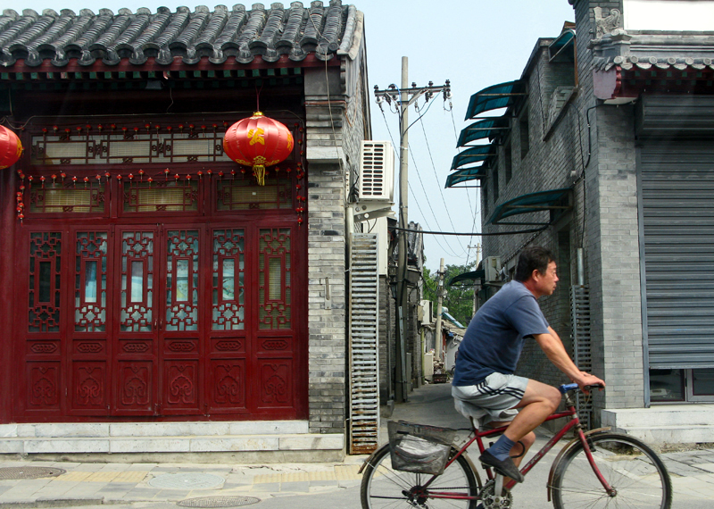 « Hutongs » : old traditional quarters, are destroyed to give place to modern buildings
