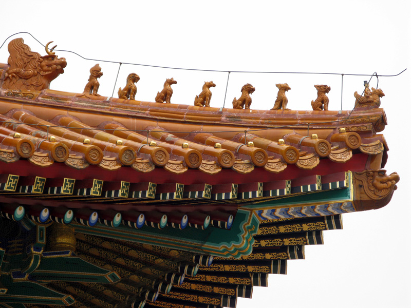 The roof's corner bears traditionally protecting animals figurines. The timber roof structure is lavishly painted