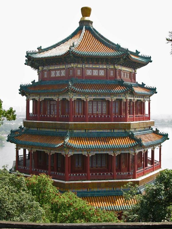 La Tour du Parfum de Buddha, vue depuis le sommet de la Colline de la Longévité
