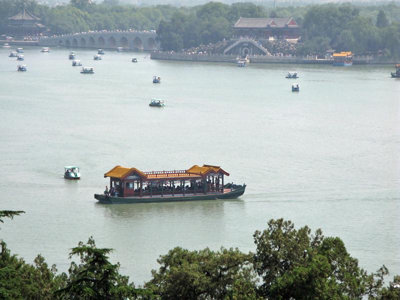 Embarcation d'apparat sur le Lac Kunming