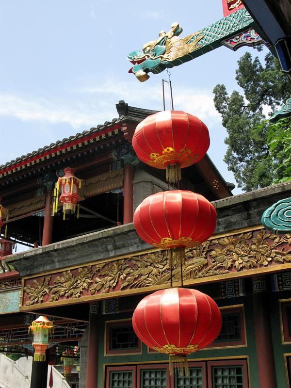 Une autre boutique de la rue Suzhou. Les vendeuses sont vêtues dans le style de la Dynastie des Qing