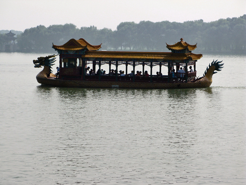Boat-dragon on the Kunming Lake