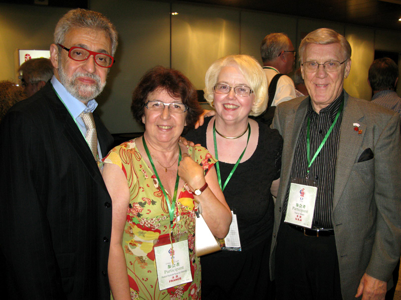With (from l. to r.) Trudy & Harry MONTI (USA). Harry is former president, 1999, of the SAM (Society of American Magicians)