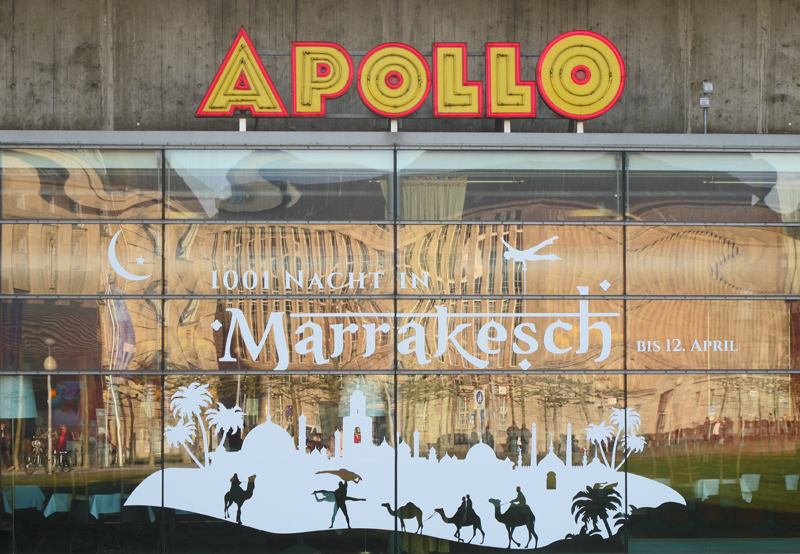"""Advertisement of the """"Marrakesch's show"""" on the big windows of the Apollo theater"""