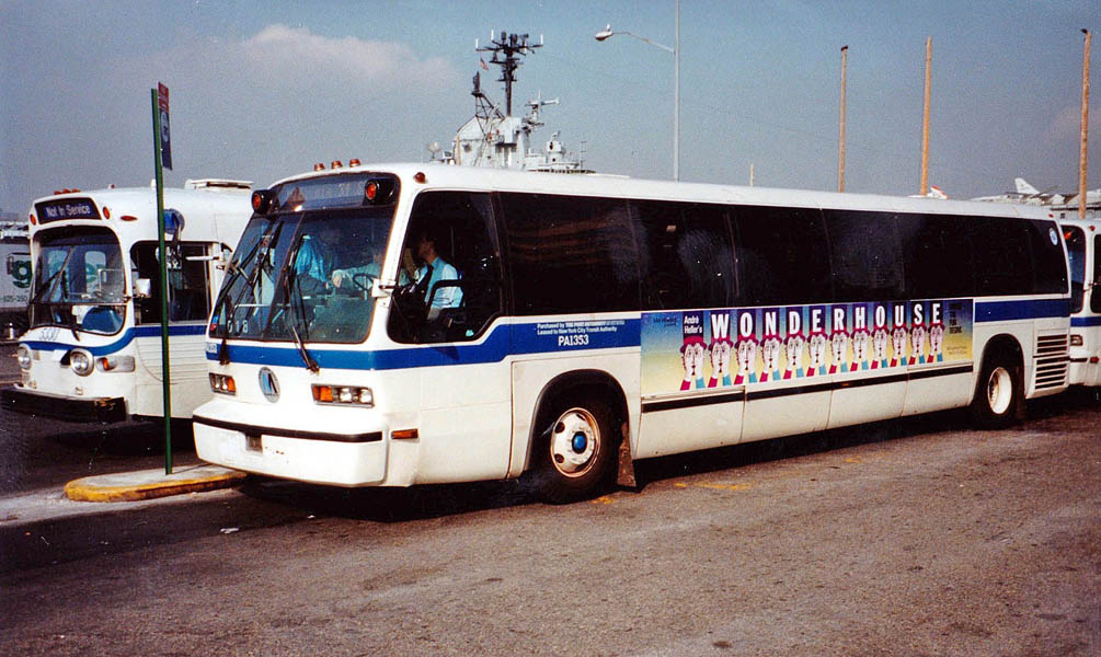 Broadway 1991 Wonderhouse Bus _modifié-1_modifié-2